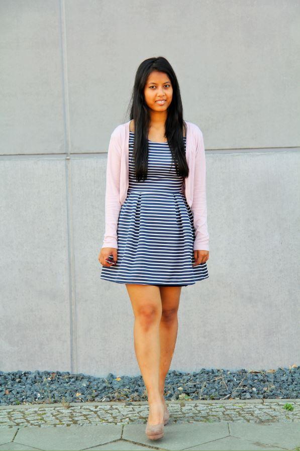 gilet pastel et robe marinière